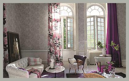 Портьеры с флоксами в гостиной by Designers Guild