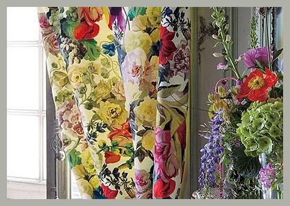 Цветочный дизайн на портьерах by Designers Guild